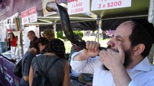 Miles de personas festejaron al aire libre la llegada del Año Nuevo Judío