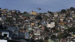 Ascienden a 11 los muertos por el derrumbe de un edificio en una favela de Río de Janeiro