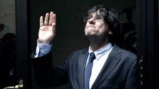 El Parlamento catalán aprueba que Puigdemont pueda ser presidente