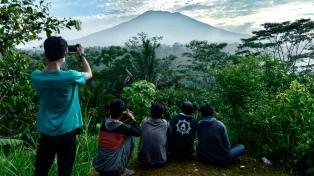 Más de 75.000 evacuados en Bali por riesgo de erupción del volcán Agung