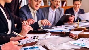 Postergan selección de gerentes a la espera de definiciones económicas