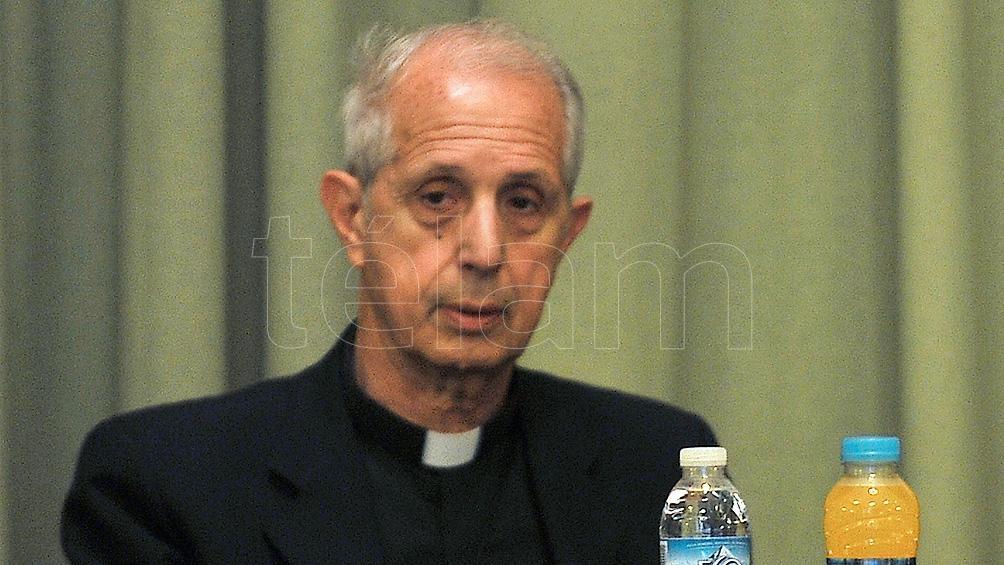 Denuncian al cardenal Poli ante el Vaticano por respaldar a los tres obispos acusados de encubrir