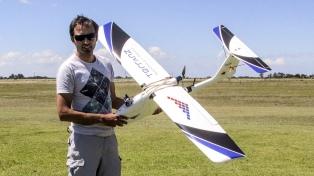 Un emprendedor reconvierte aviones de aeromodelismo en drones para topografía y agrimensura