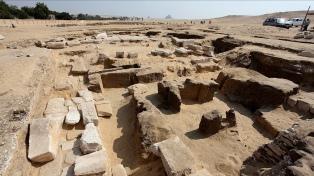 Descubren los restos de un templo faraónico de Ramsés II cerca de las pirámides de Guiza