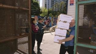 Comenzó el operativo para la distribución de urnas en todo el país