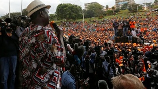 Choques entre policías y manifestantes durante las elecciones dejan al menos cuatro muertos