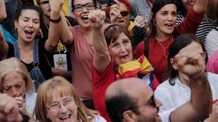 Masivos festejos en las calles de Barcelona tras la declaración de independencia