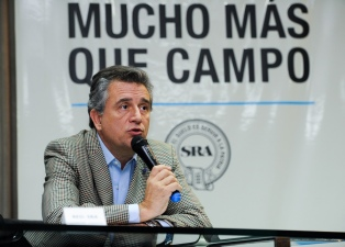 Etchevehere llamó a dotar al vino argentino de mayor competitividad e inserción en el mundo