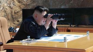 Norcorea muestra el podería militar un día después de anunciar que reanuda charlas con EE.UU