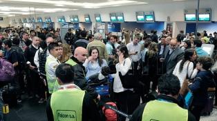 El Gobierno citó a los gremios y a Aerolíneas para el jueves para evitar el paro