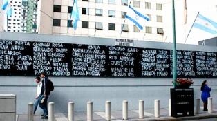 """La AMIA recuerda los atentados pero pide """"respeto"""" porque el duelo es un """"momento sagrado"""""""