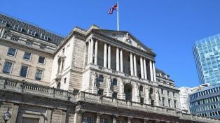 Por primera vez en 10 años el Banco de Inglaterra subió las tasas de interés de referencia