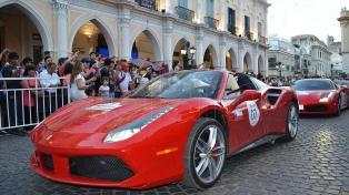 Las Ferrari revolucionaron el centro salteño y ya viajan hacia Cafayate