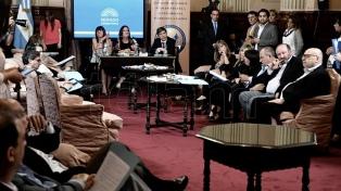 Sin el ministro Caputo, constituyen la Comisión Bicameral de Deuda