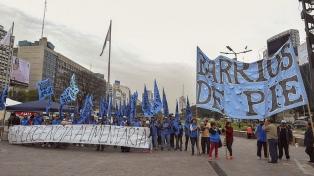 Movimientos sociales reclamaron aumento en las asignaciones con cortes sobre la avenida 9 de Julio