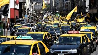 Los taxistas marchan al Gobierno porteño en rechazo de Uber y Cabify