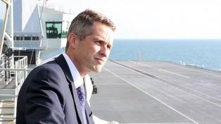 Echan al ministro de Defensa británico por una filtración sobre Huawei