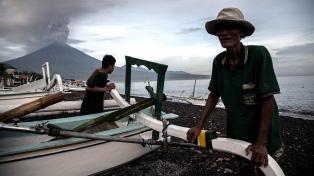 Alerta máxima y evacuación forzosa en la turística Bali por nueva erupción del Agung
