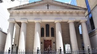 Suspenden las celebraciones con fieles en todos los templos de Buenos Aires