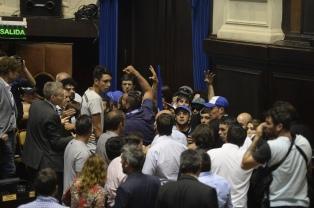 Diputados aprobó la reforma de Ministerios bonaerenses, luego de los incidentes en la Legislatura