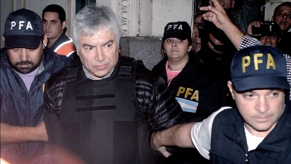 La defensa de Báez argumentó que tiene 64 años, enfermedades coronarias, insuficiencia respiratoria y diabetes tipo 2, lo cual lo pone en situación de riesgo