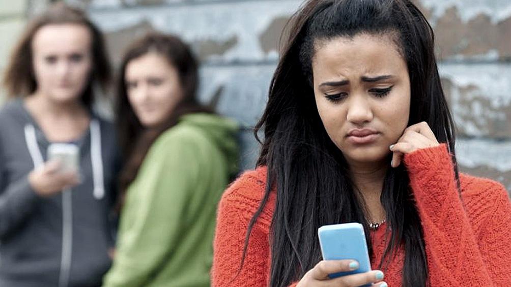 Según el estudio, en los sectores populares muchas veces se comparten los dispositivos dentro de la familia