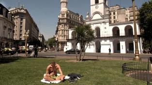 Domingo caluroso y algo nublado en la ciudad de Buenos Aires y alrededores