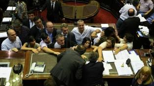 El Gobierno denunció a diputados de izquierda y del kirchnerismo por su conducta en la sesión de la reforma previsional