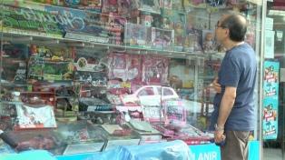 Comercios de juguetes e indumentaria esperan en Reyes atenuar la caída en las ventas