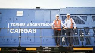 Llegaron ocho nuevas locomotoras chinas para el ferrocarril San Martín Cargas