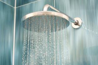 ¿En qué momento del día es mejor ducharse, a la mañana o a la noche?
