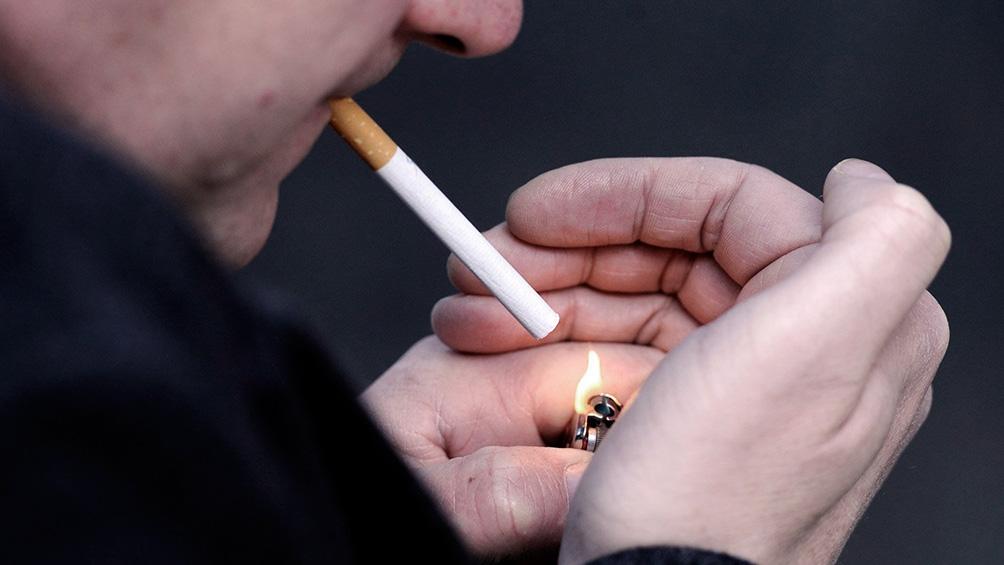 Advierten que los fumadores tienen más riesgo de contraer coronavirus con complicaciones