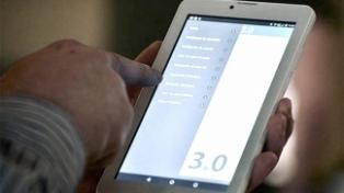 Rodríguez Larreta entregó 800 tablets a adultos mayores