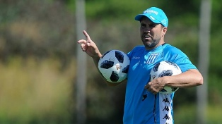 Coudet busca variantes en ataque en caso que Martínez no regrese en condiciones