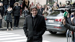 Puigdemont no puede ser enviado a España para ser juzgado y se acerca a su banca