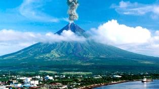 Alerta crítica por la inminente erupción del volcán Mayón
