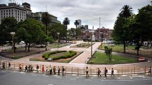 Avanza el proyecto para convalidar la instalación de rejas en la Plaza de Mayo