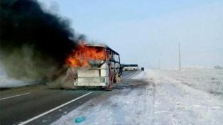 Al menos 52 muertos causó el incendio de un micro en Astaná