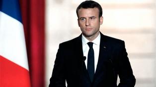 Macron apoya la transición democrática de la ex colonia francesa