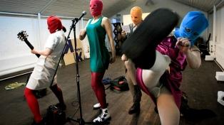Dos integrantes de la banda punk Pussy Riot solicitan asilo en Suecia