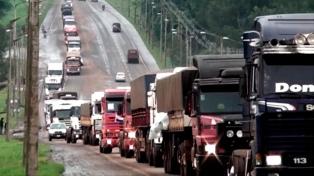 Camioneros llevaron a las rutas su protesta contra los bitrenes brasileños