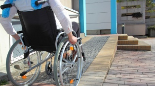 """""""Las universidades distan mucho de ser inclusivas"""" para las personas con discapacidad, según informe"""