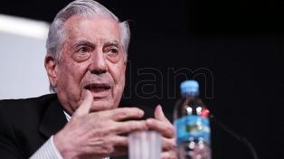 Mario Vargas Llosa sigue internado después de una caída en su casa de Madrid