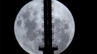 Tres empresas instalarán una red de telefonía móvil en la Luna