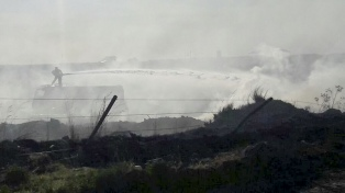 Aviones hidrantes y 200 bomberos combaten el fuego en Sierra de la Ventana