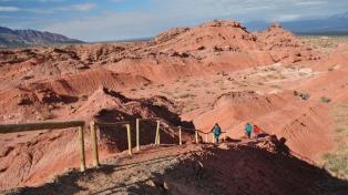 El vallecito que encanta con sus geoformas al borde de la Ruta 40