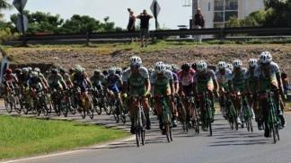 Evenepoel tuvo una fuerte caída en la Vuelta a Lombardía.
