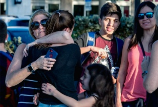 Estudiantes viajan a la capital de Florida para exigir mayor control de armas