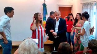 Se casó Alejandro Sabella y en Estudiantes quieren que se sume al club
