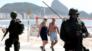 Río de Janeiro abre las iglesias y las playas para los bañistas